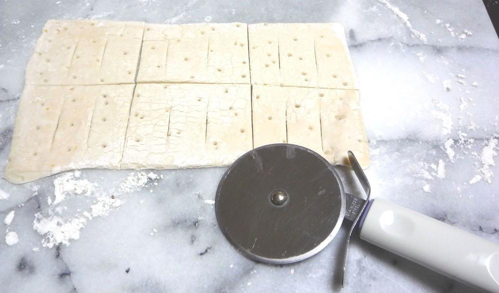 カッティングは包丁でも代用できます。