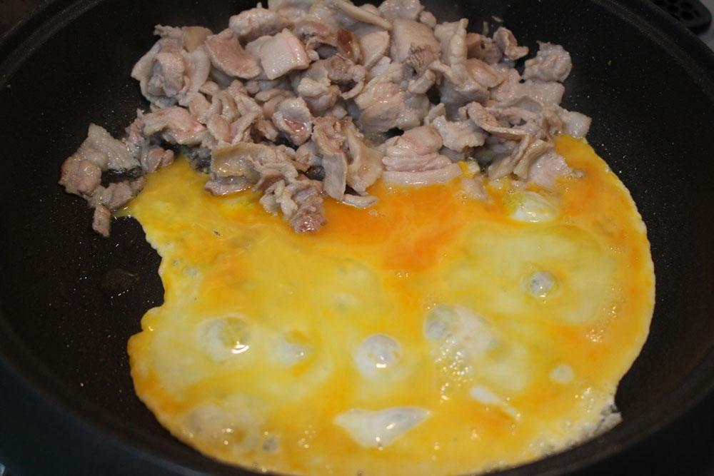 卵に火を通す